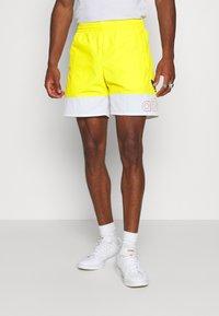 adidas Originals - FREESTYLE  - Shorts - yellow/white - 0