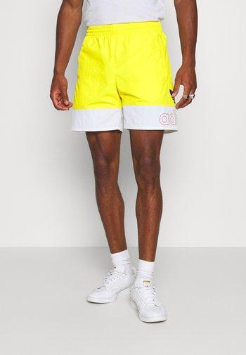 FREESTYLE  - Shortsit - yellow/white