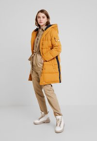 Superdry - SPHERE PADDED ULTIMATE - Vinterkåpe / -frakk - spectra yellow - 1