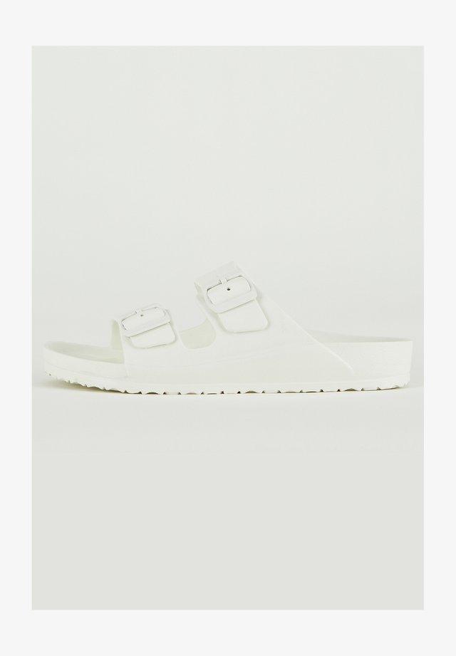 Slip-ins - white