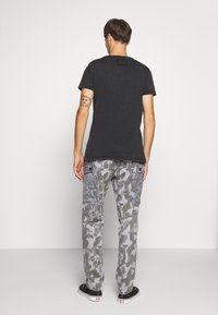 Tigha - WREN - T-shirt z nadrukiem - vintage black - 2