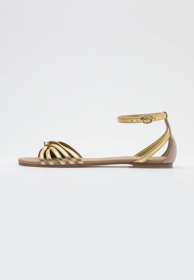 LEATHER SANDALS - Sandalias - nude/gold