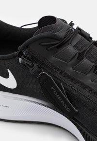 Nike Performance - AIR ZOOM PEGASUS 37 FLYEASE 4E - Neutrala löparskor - black/white/smoke grey - 5