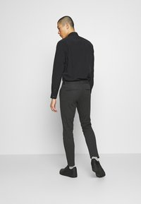 Only & Sons - ONSMARK PANT STRIPE - Bukser - dark grey melange - 2