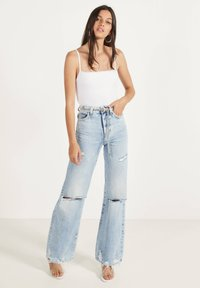 Bershka - GLATTER TRÄGER-BODY - Top - white - 1