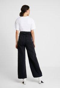 Le Temps Des Cerises - BONNIE - Flared Jeans - black - 2