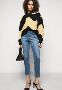 J Brand - ADELE  - Straight leg jeans - earthen - 3