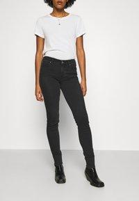 Lee - SCARLETT BODY OPTIX - Jeans Skinny Fit - black denim - 0