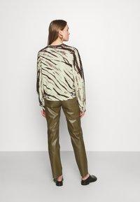 Proenza Schouler White Label - MODIFIED RAGLAN TIE DYE - Sweatshirt - spanish moss/grass - 2