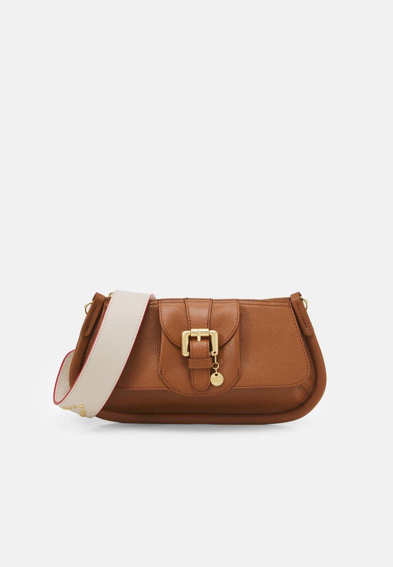 See by Chloé - LESLY LESLY BAGUETTE - Handbag - caramello