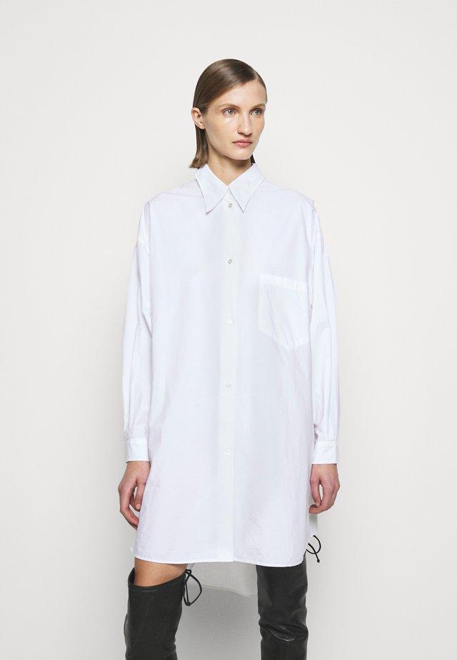 OVERSIZED SHIRT DRESS - Skjortekjole - white