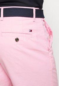 Tommy Hilfiger - BROOKLYN LIGHT BELT - Shorts - pink - 5
