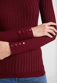 New Look - ROLL - Jersey de punto - dark burgundy - 5