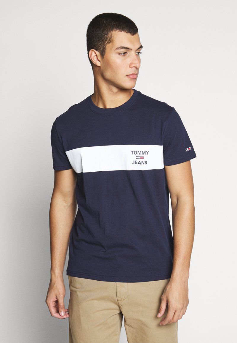 Tommy Jeans - CHEST STRIPE LOGO - T-shirts print - twilight navy