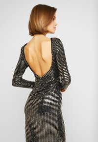 Missguided - SEQUIN OPEN BACK BODYCON MIDI DRESS - Cocktail dress / Party dress - black - 5