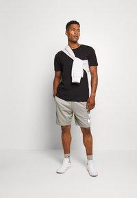 Nike SB - SUNDAYSHORT UNISEX - Short - grey heather - 1