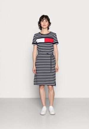 ABO REGULAR T-SHIRT DRESS - Jersey dress - desert sky/white