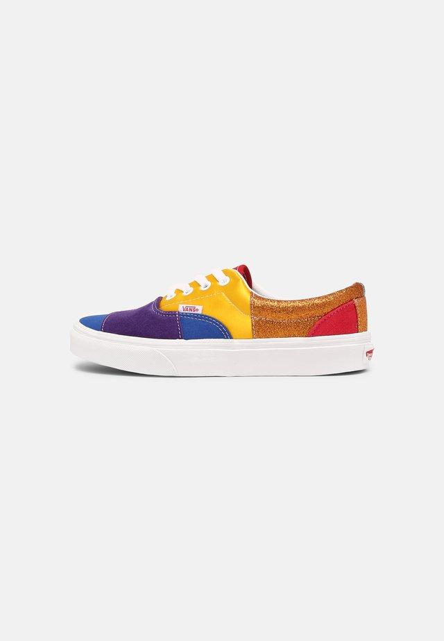 ERA - Sneakers laag - pride patchwork/true white