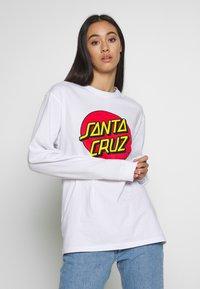 Santa Cruz - SANTA CRUZ UNISEX CLASSIC DOT TEE - Pitkähihainen paita - white - 4