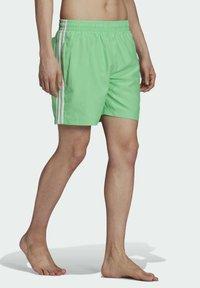 adidas Originals - 3-STRIPES SWIMS ORIGINALS ADICOLOR PRIMEGREEN SWIM SHORTS - Zwemshorts - green - 4