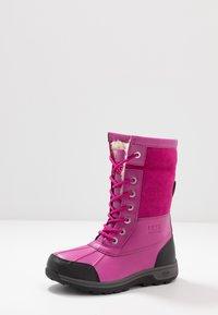 UGG - BUTTE  - Zimní obuv - fuchsia - 6