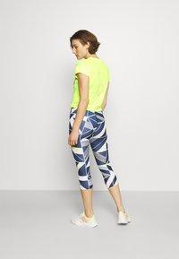 New Balance - ACHIEVER COLLIDE TEE - Koszulka sportowa - bleached lime glo - 2