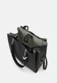 Emporio Armani - ANNIE TOTE M EAGLE ALLOVER - Handbag - nero - 2