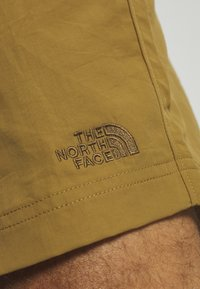 The North Face - MEN'S CLASS PULL ON TRUNK - Pantalones montañeros cortos - british khaki - 6