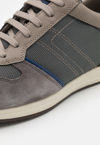 Geox - AVERY - Sneakers basse - anthracite - 5