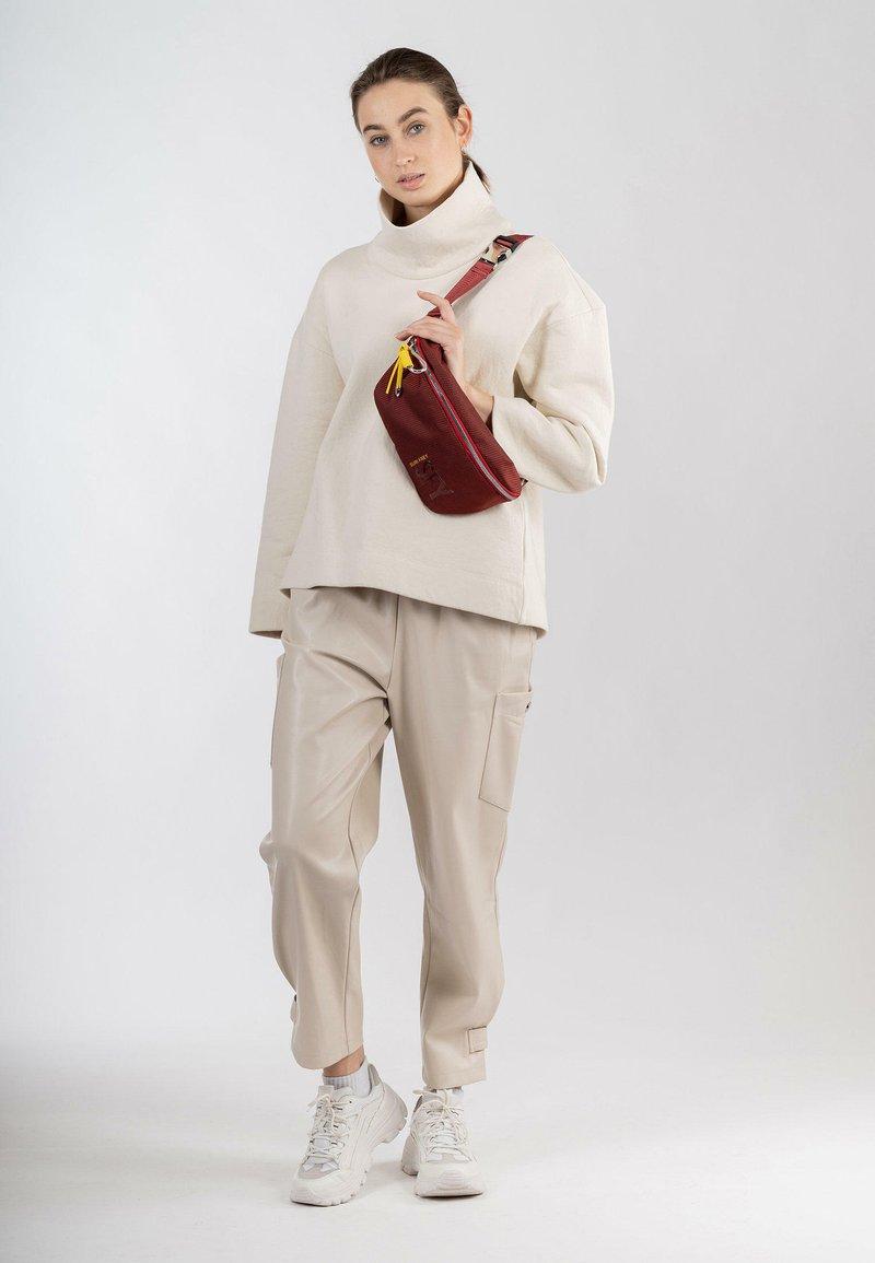 SURI FREY - MARRY - Bum bag - red 600