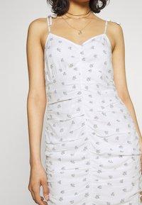 Hollister Co. - BARE RUCHED SHORT DRESS - Kjole - white - 3