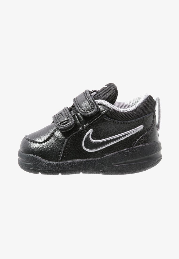 Nike Performance - PICO 4 - Sportovní boty - black/metallic silver
