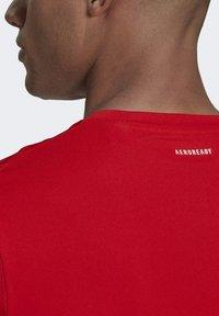 adidas Performance - 3-STREIFEN - T-shirt imprimé - red - 3