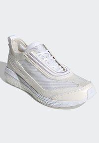 adidas by Stella McCartney - Neutrální běžecké boty - white - 4