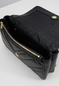 DKNY - VIVIAN DOUBLE SHOULDER FLAP  - Kabelka - black/gold - 4
