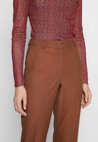 Selected Femme Tall - SLFADA  CROPPED FLARED PANT - Bukse - ginger bread - 5