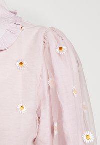 Sister Jane - PICK A PETAL BOW BLOUSE - Button-down blouse - pink - 4