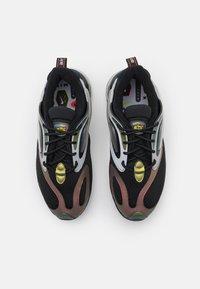 Nike Sportswear - AIR MAX ZEPHYR EOI UNISEX - Sneakers - metallic silver/bright crimson/black - 3