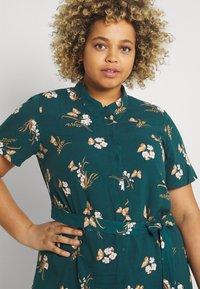 Vero Moda Curve - VMSIMPLY EASY LONG - Shirt dress - sea moss - 3