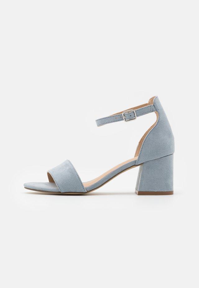 Sandalias - pastle blue