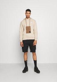 Nike Sportswear - CLUB HOODIE - Collegepaita - grain - 1