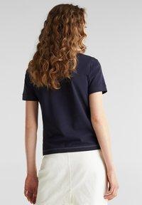 edc by Esprit - KASTIGES PIQUÉ-SHIRT, 100% BAUMWOLLE - Basic T-shirt - navy - 2