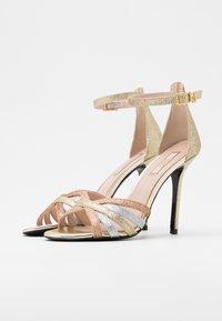 Liu Jo Jeans - NEW BLOOM  - Sandály na vysokém podpatku - gold - 2
