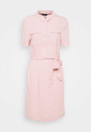 BELT SHIFT - Robe chemise - pink