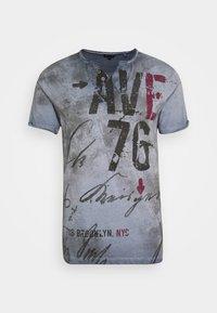 OUTCOME BUTTON - Print T-shirt - steel blue
