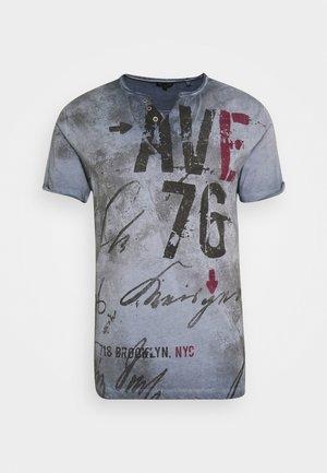 OUTCOME BUTTON - T-shirt print - steel blue