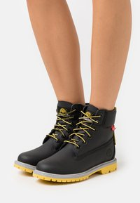 Timberland - 6IN HERT CUPSOLE - Lace-up ankle boots - black helcor - 0
