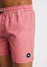 Rip Curl - VOLLEY SUNSET SHADES - Surfshorts - light red - 3