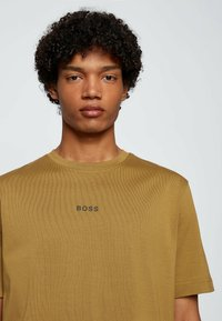 BOSS - Basic T-shirt - beige - 3