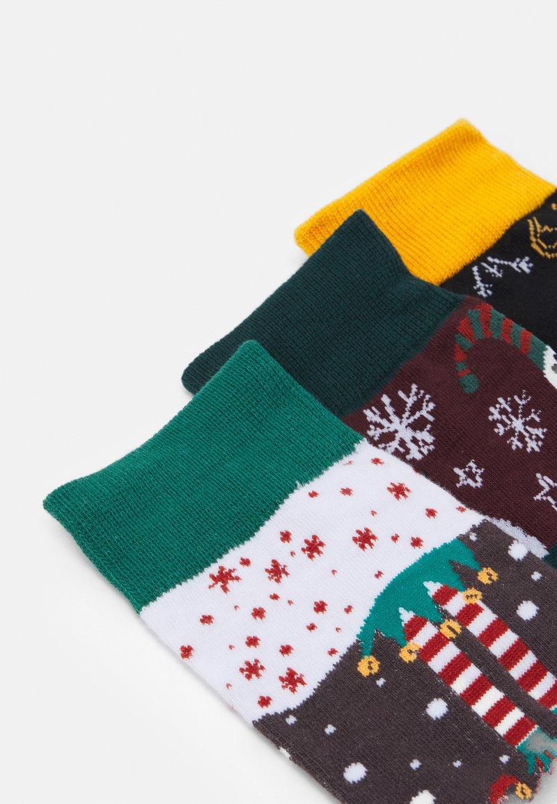 Jack & Jones JACBLOCK XMAS SOCKS GIFTBOX 3 PACK - Socken - black/verdant green/port royal/mehrfarbig N1uQ7L